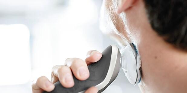 Usa la Afeitadora Philips serie 7000. Desarrollada en colaboración con  dermatólogos ecf965571be8